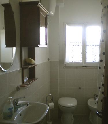 Casa in affitto per vacanze in toscana indipendente sasso for Finestra termale